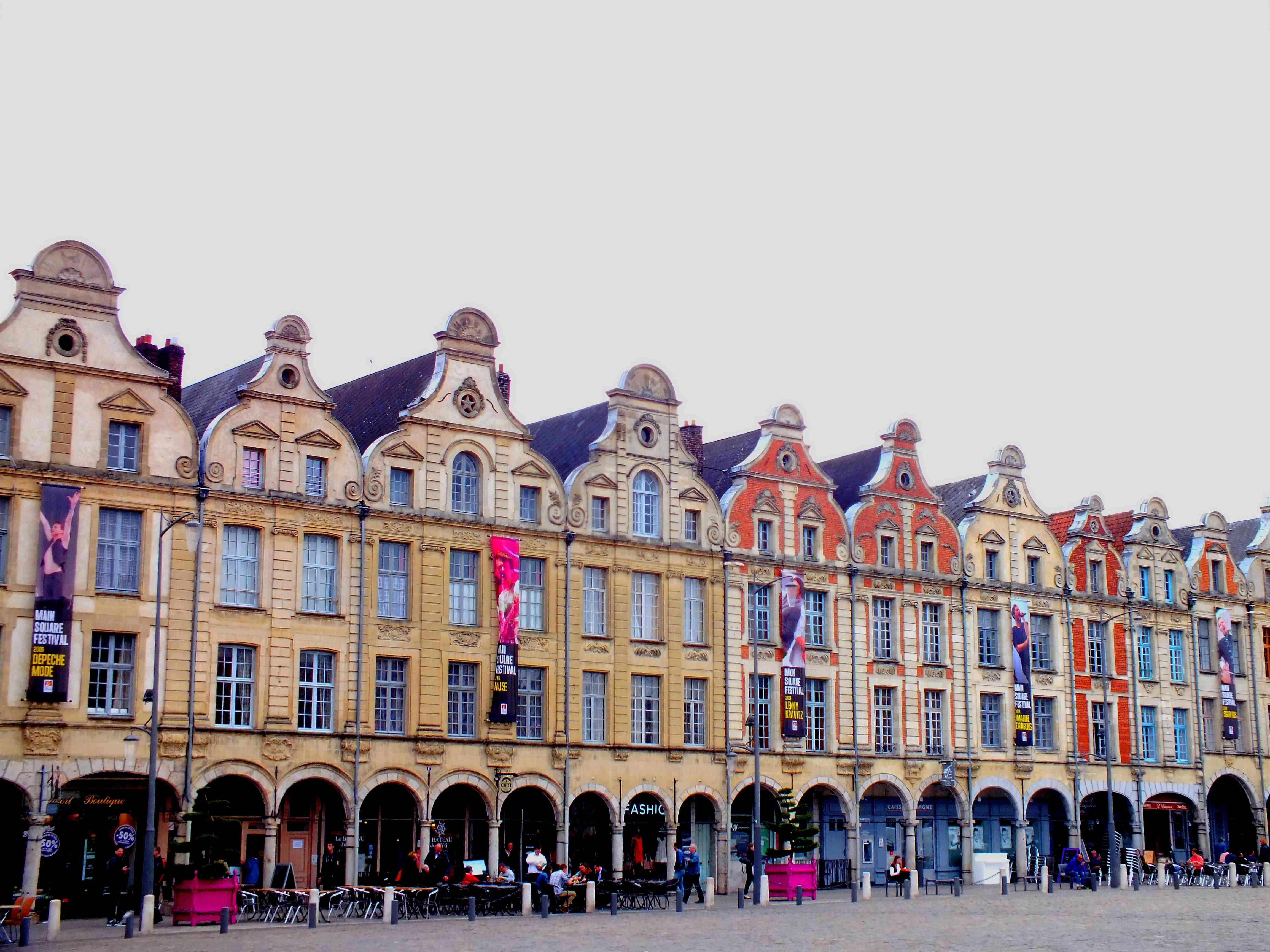 Pignons maisons baroques place d'Arras