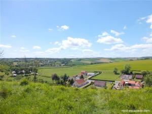 Le village d'Acquin vu du sommet du côteau