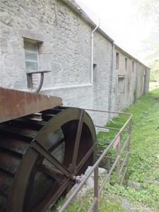 Photographie du Moulin de Wallers-en-Fagne et de sa roue à eau