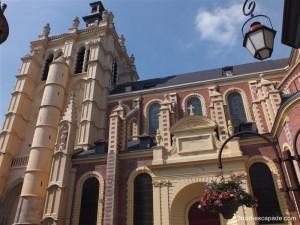 L'immense collégiale de Douai.