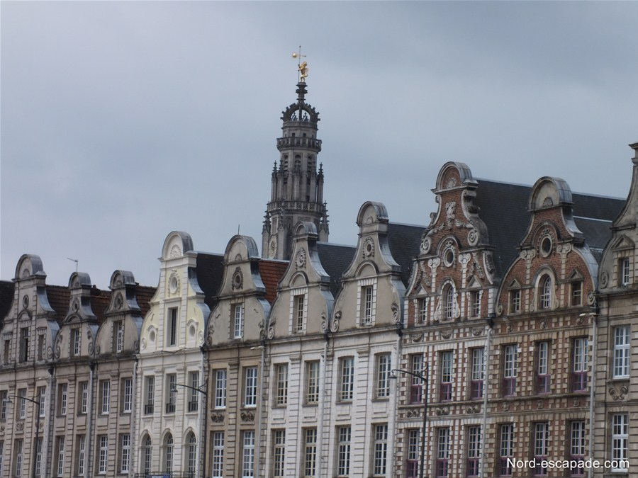 Photographie du beffroi d'Arras, vu de la grand Place