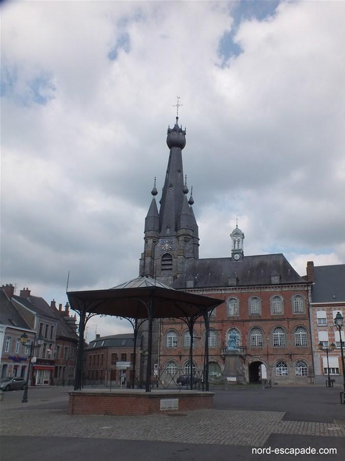 Photographie de l'église au clocher penché de Solre-le-Château