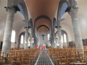 photographie de l'intérieur de l'église de Bavay, ville célèbre pour son forum antique
