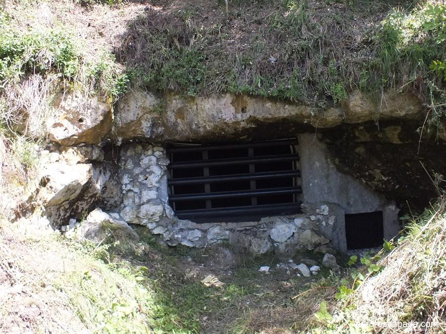Photographie de la grotte d'Acquin