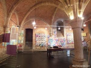 Exposition aménagée sous l'hôtel de ville de Douai