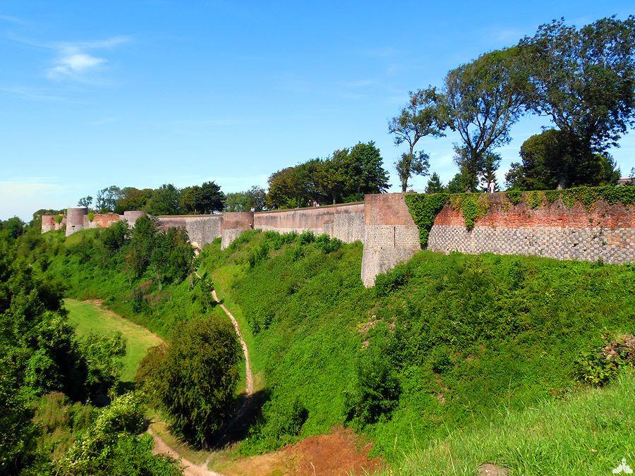 Photo image des remparts de Montreuil-sur-Mer, ville fortifiée