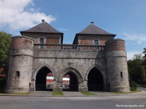 La porte de Valenciennes de Douai, témoignant du passé de Douai, ville fortifiée.