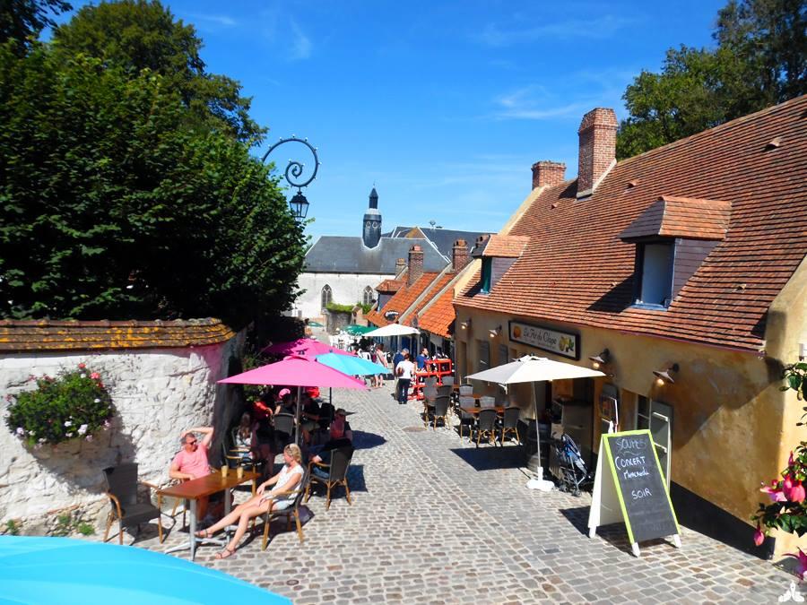 Rue typique et traditionnelle de Montreuil sur Mer, Pays dumontreuillois