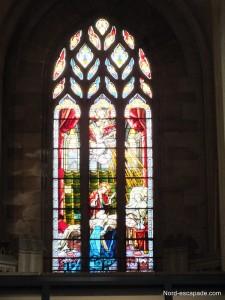 L'un des vitraux de l'église Saint-Jean Baptiste