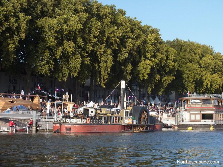 Photographie d'un inexplosible, bateau à aubes sur la Loire