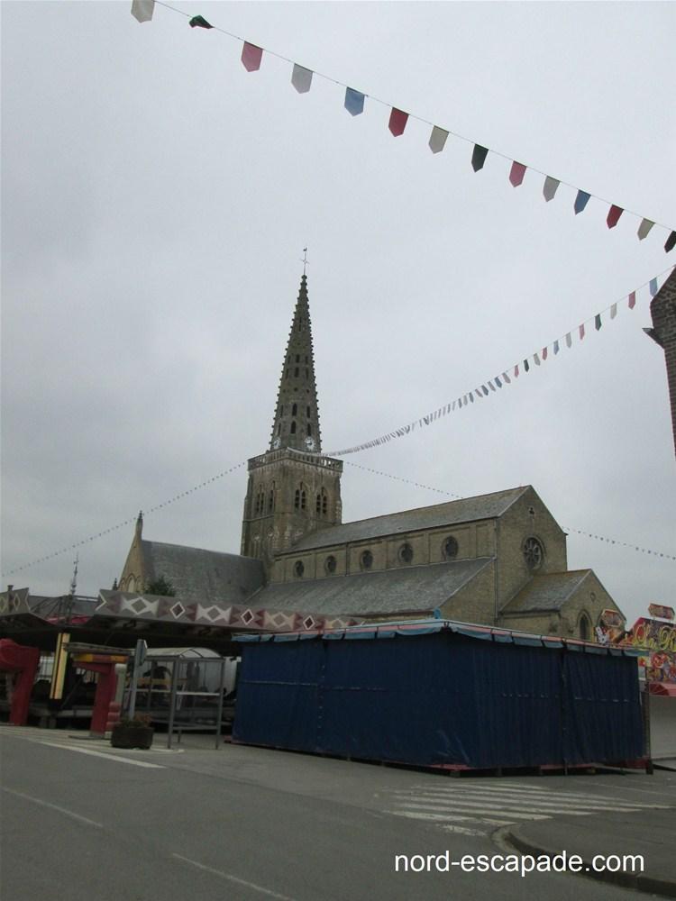 Eglise de Bollezeele, à l'approche de la ducasse du village.