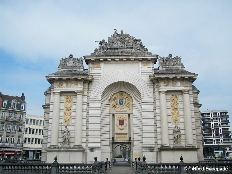 Photographie de la porte-arc de triomphe de Paris, à Lille.