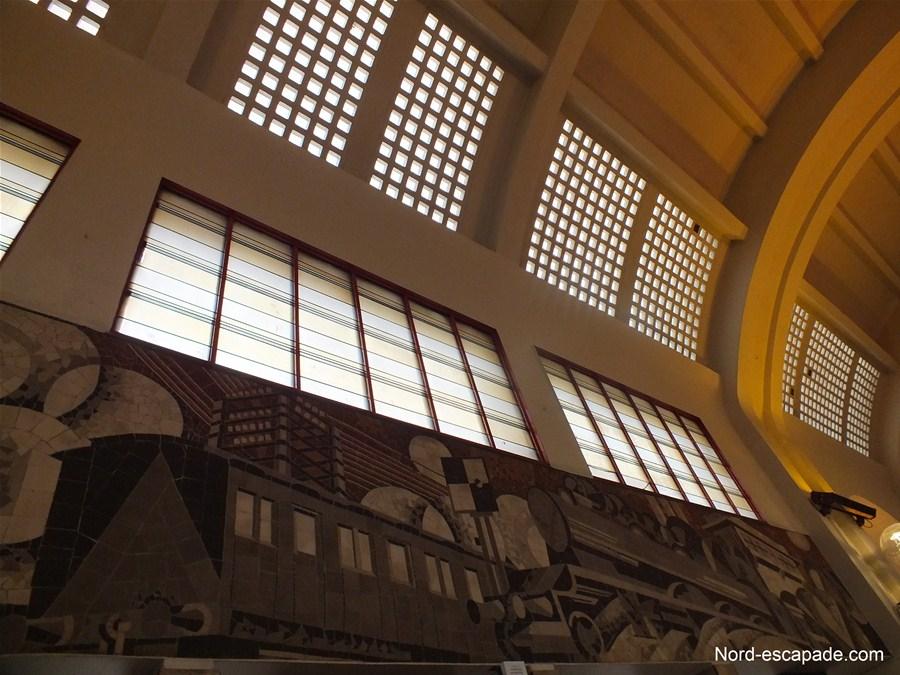 Fresques de la gare de Lens et toiture de verre