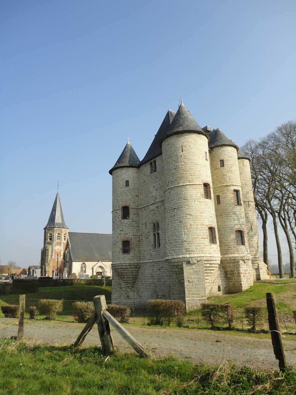 Photographie du donjon de Bours, tour médiéval du ternois
