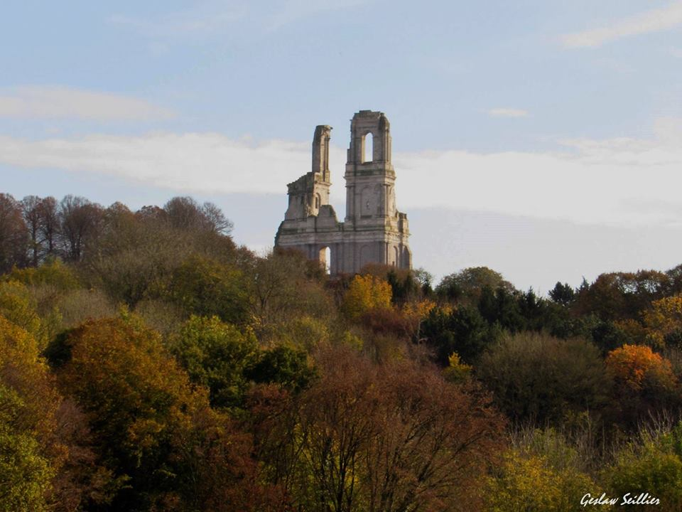 Les tours de l'Abbaye Mont-Saint-Eloi