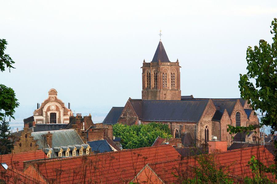 Ancien collège des jésuites de Cassel et église Notre Dame de la crypte