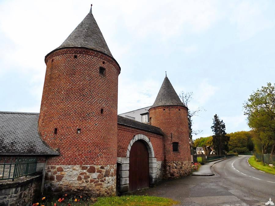 La ferme-château du Pont-de-Sains
