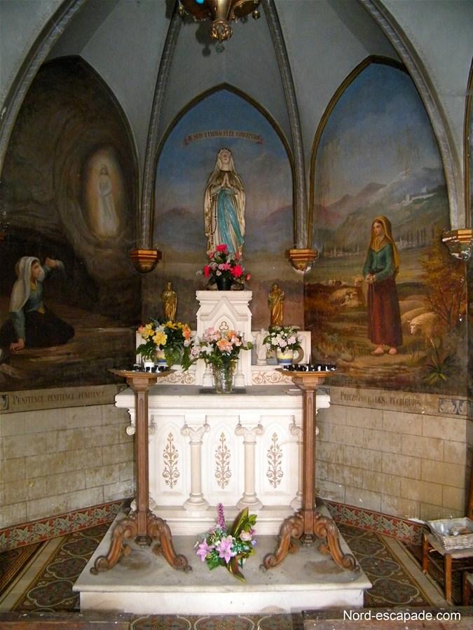 Intérieur de la chapelle Notre-Dame de Lourde à Noordpeene