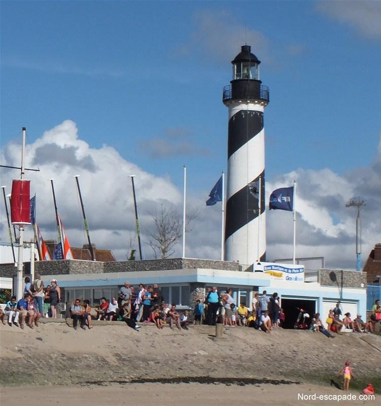 Patrimoine de la Côte d'Opale - Gravelines tourisme - Le phare blanc et noir