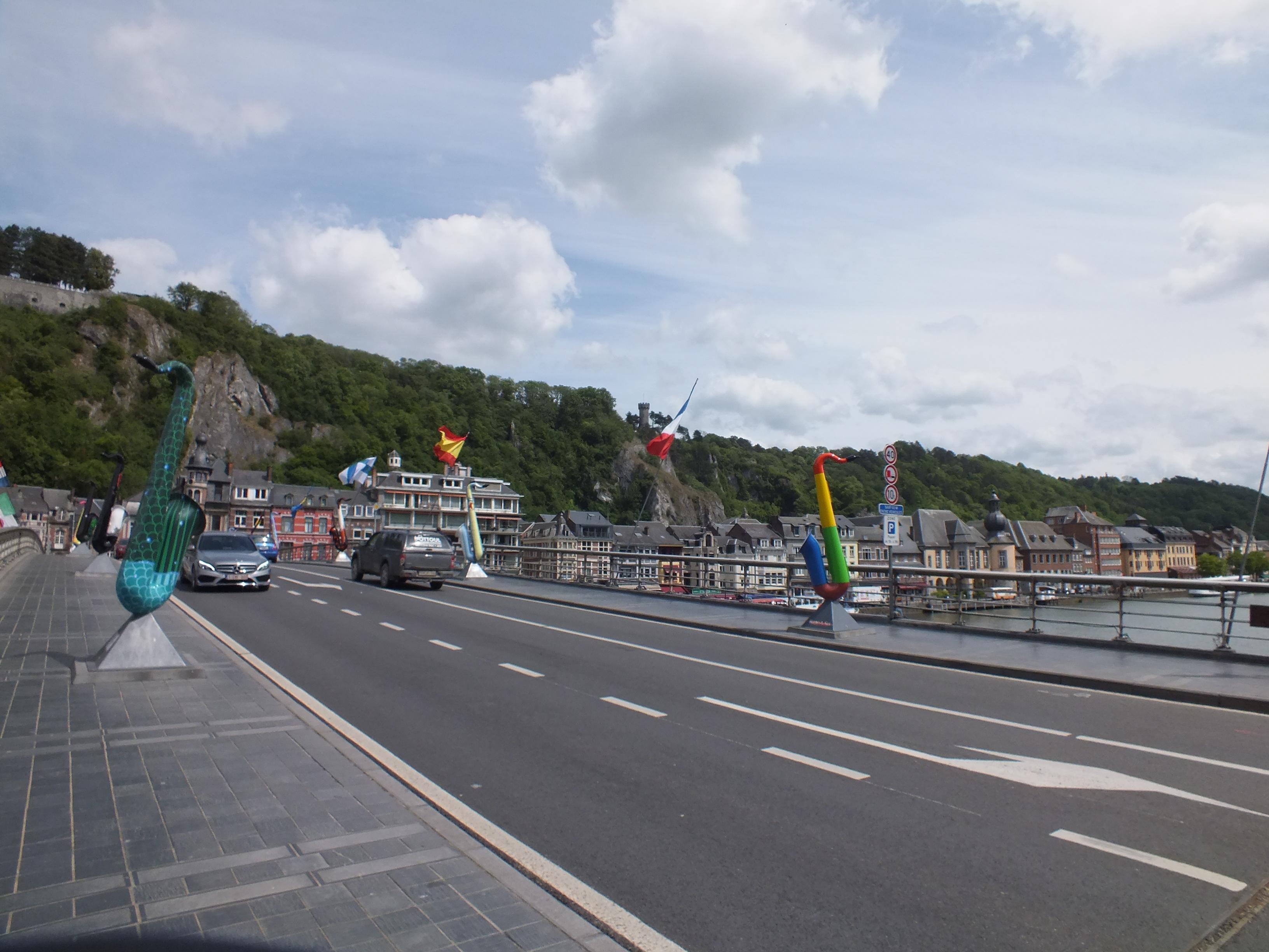 Le pont Charlmes de Gaulle à Dinant