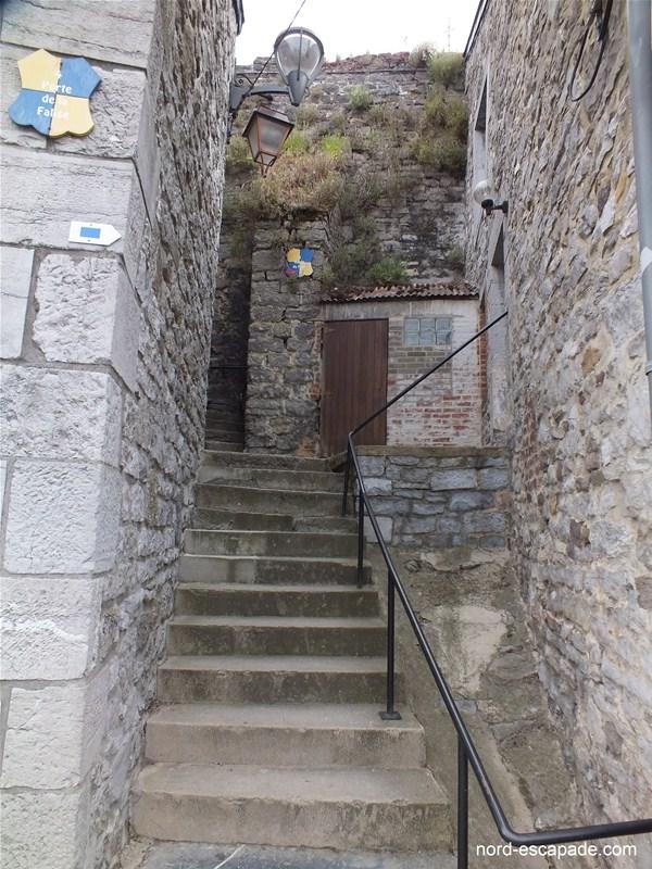 Vers les traces du fort de Couvin et la falaise de Couvin
