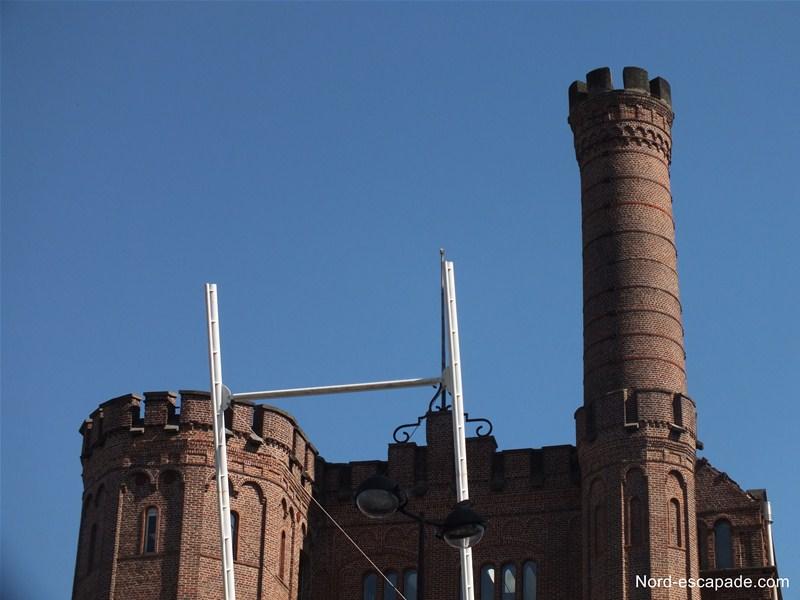 Usine Motte-Bossut: une architecture insolite faisant songer à un château fort et son pont levis