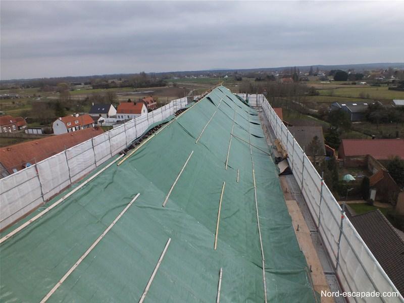 La toiture de l'église du Haut-Pont en pleine restauration