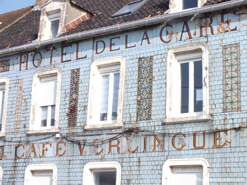 Hôtel de la gare Verlingue et sa façade agrémentée de Faience de Desvres