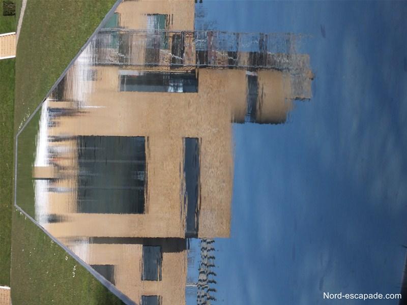Le miroir d'eau de la villa Cavrois