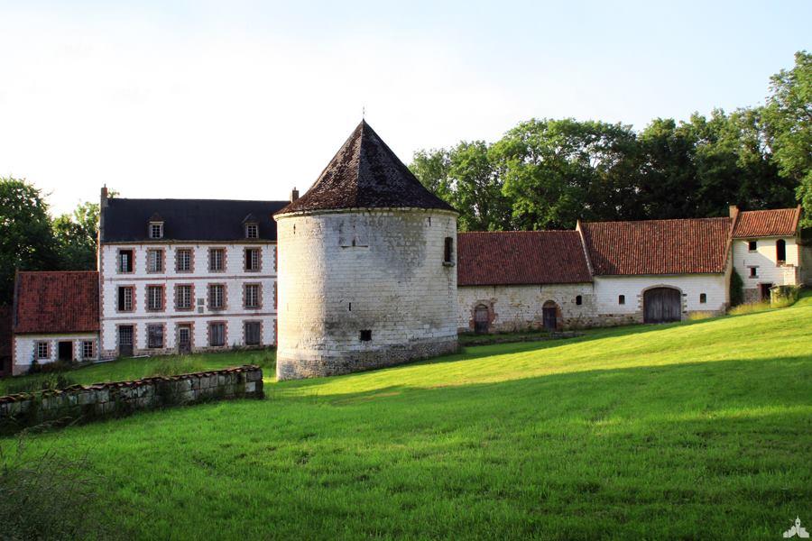 Le château de Montcavrel à Alette