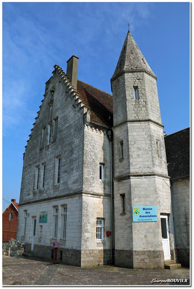 Le vieux presbytère datant du XVIIIème siècle de Bovigny Boyeffles