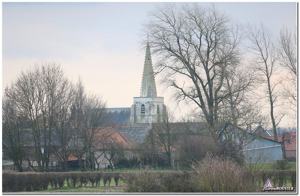 L'église St Martin de Servins avec son clocher à crochets