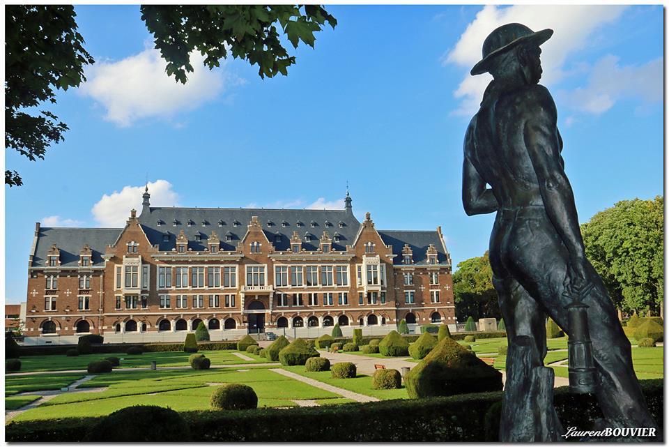 Les Grand bureaux de Lens (Université d'Artois) et son parc