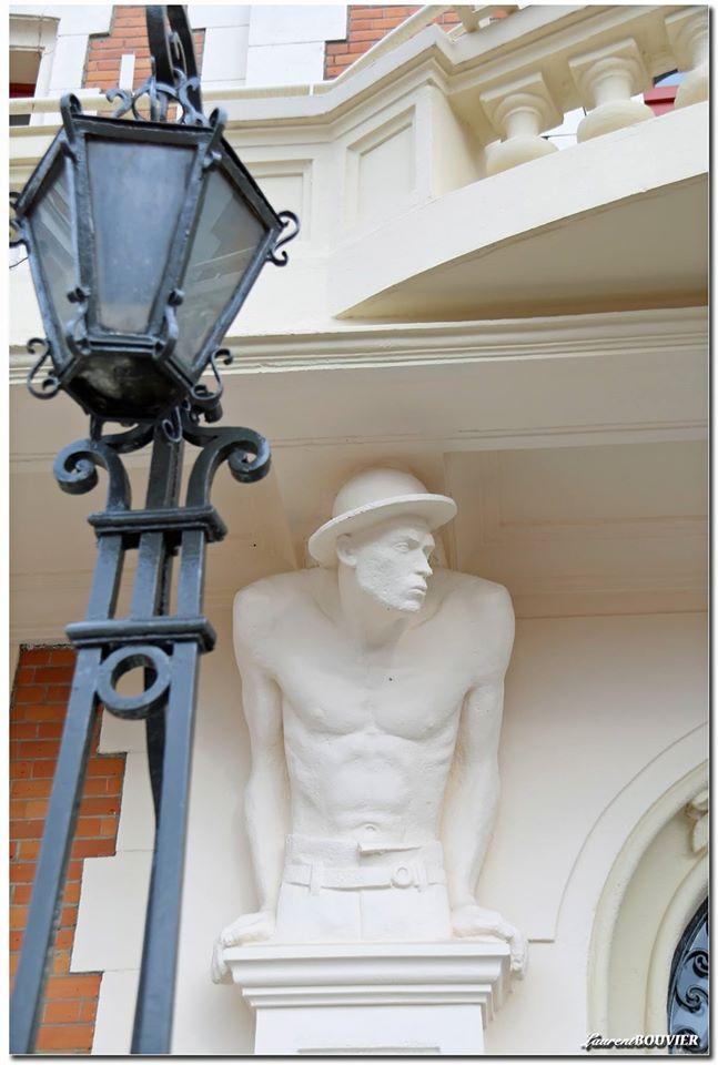Les statues de l'hôtel de ville de Carvin
