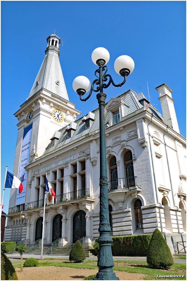 """Hôtel de ville de Liévin et son """"clocher"""""""