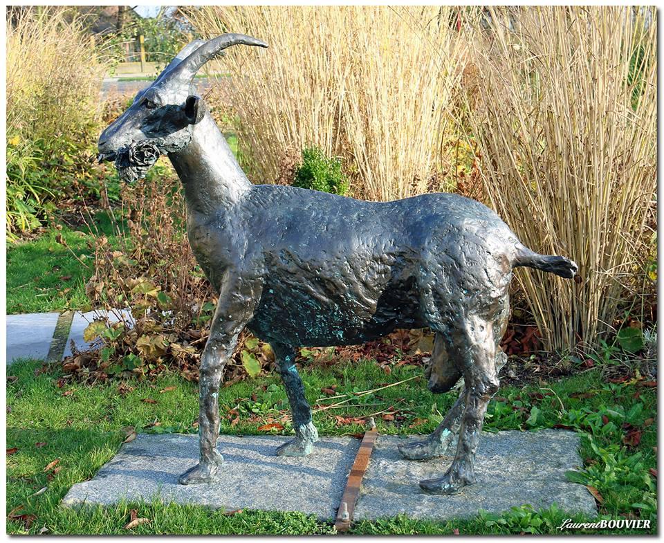 """La statue de la chèvre à Givenchy - les """"Mingeux ed'Maguettes"""""""
