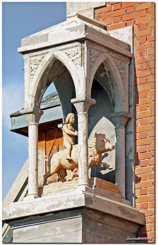 Le portail de l'église St Cyr et Sainte Julitte de Angres