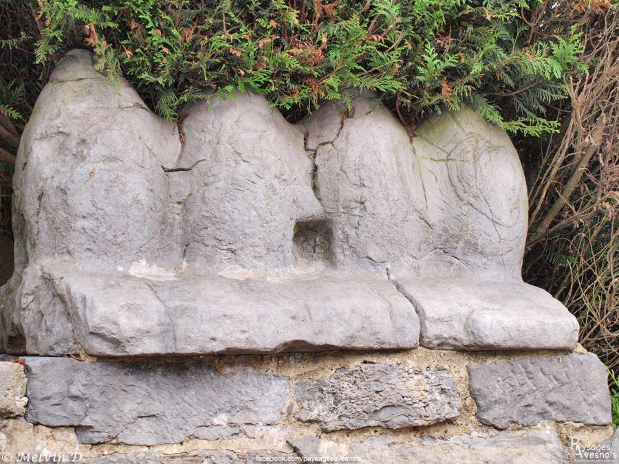 Les quatre pierres de Recquignies, situées non loin de l'église
