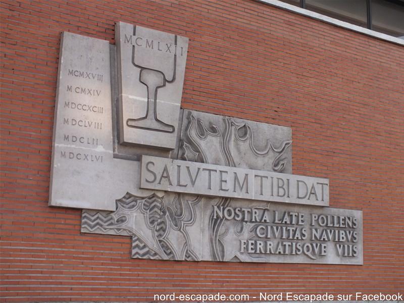 Inscription Salutem tibi dat en latin à la gare de Dunkerque