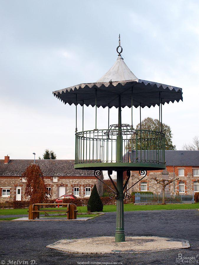 Le kiosque de Dourlers, près de l'église